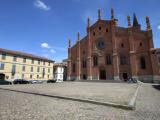 Ogni sabato in piazza del Carmine a Pavia